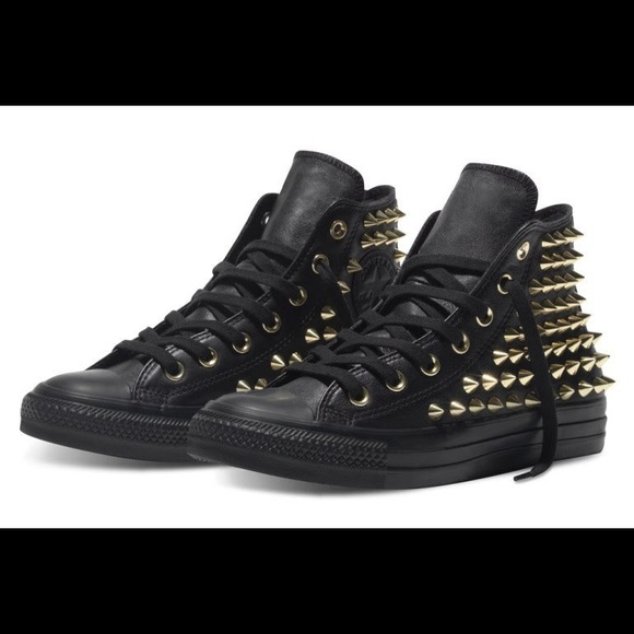 28d4843e706 NWT Gold Spike Studded Black High Top Converse- 8